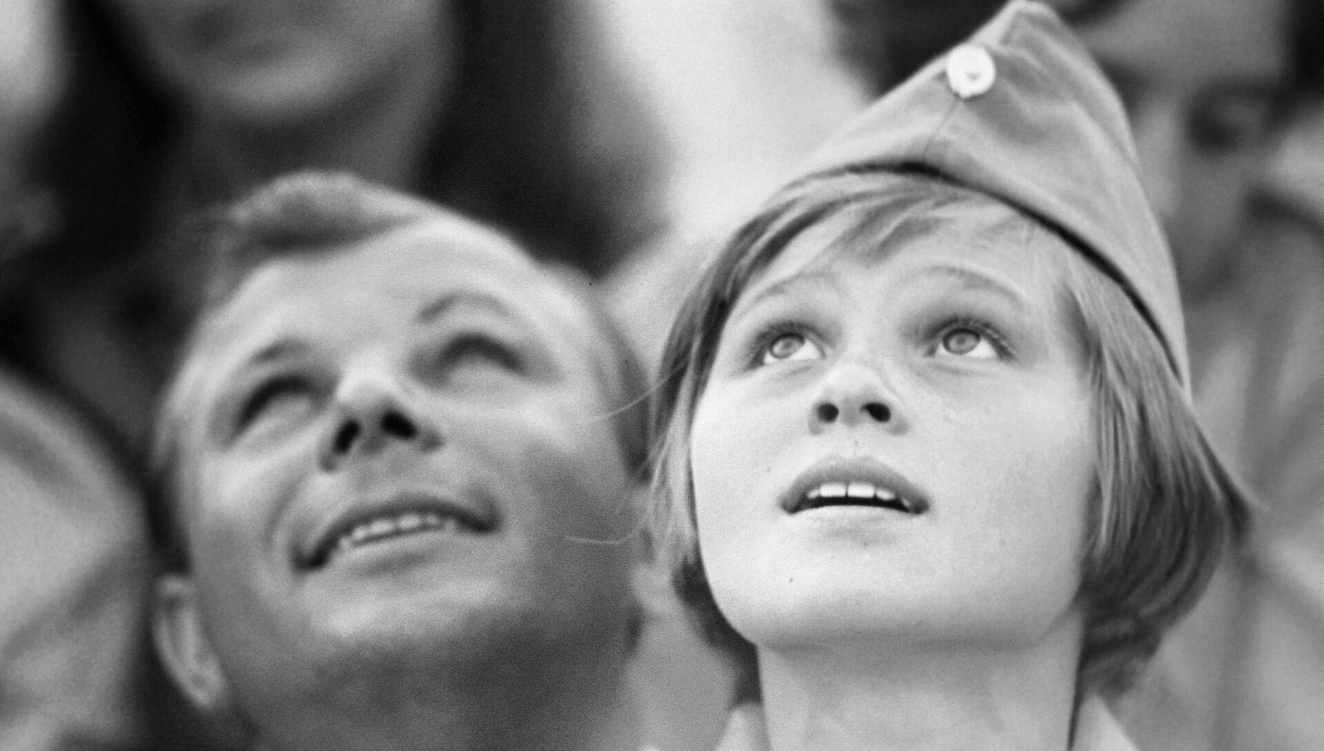 Юрий Гагарин в качестве почетного гостя в Артеке, 1967 год - РИА Новости, 1920, 13.11.2020
