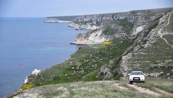 Джангульское оползневое побережье в поселке Оленевка в Крыму