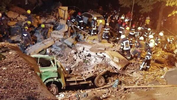 Последствия взрыва газа в гараже в центре Киева