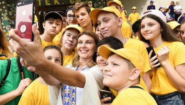 Супруга президента Украины Владимира Зеленского Елена Зеленская во время визита в Артек под Киевом