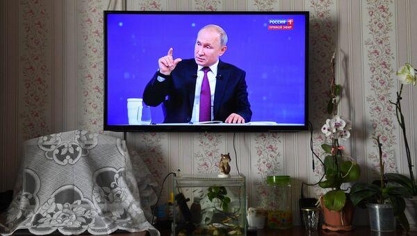 Трансляция прямой линии с президентом России Владимиром Путиным