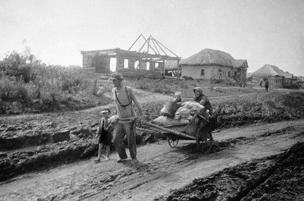 Семья уходит из родного дома, июль 1941 года