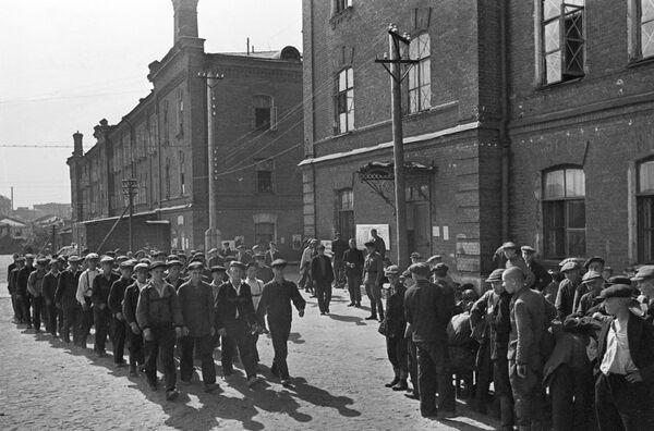 Новобранцы во время мобилизации в Москве, 23 июня 1941 года