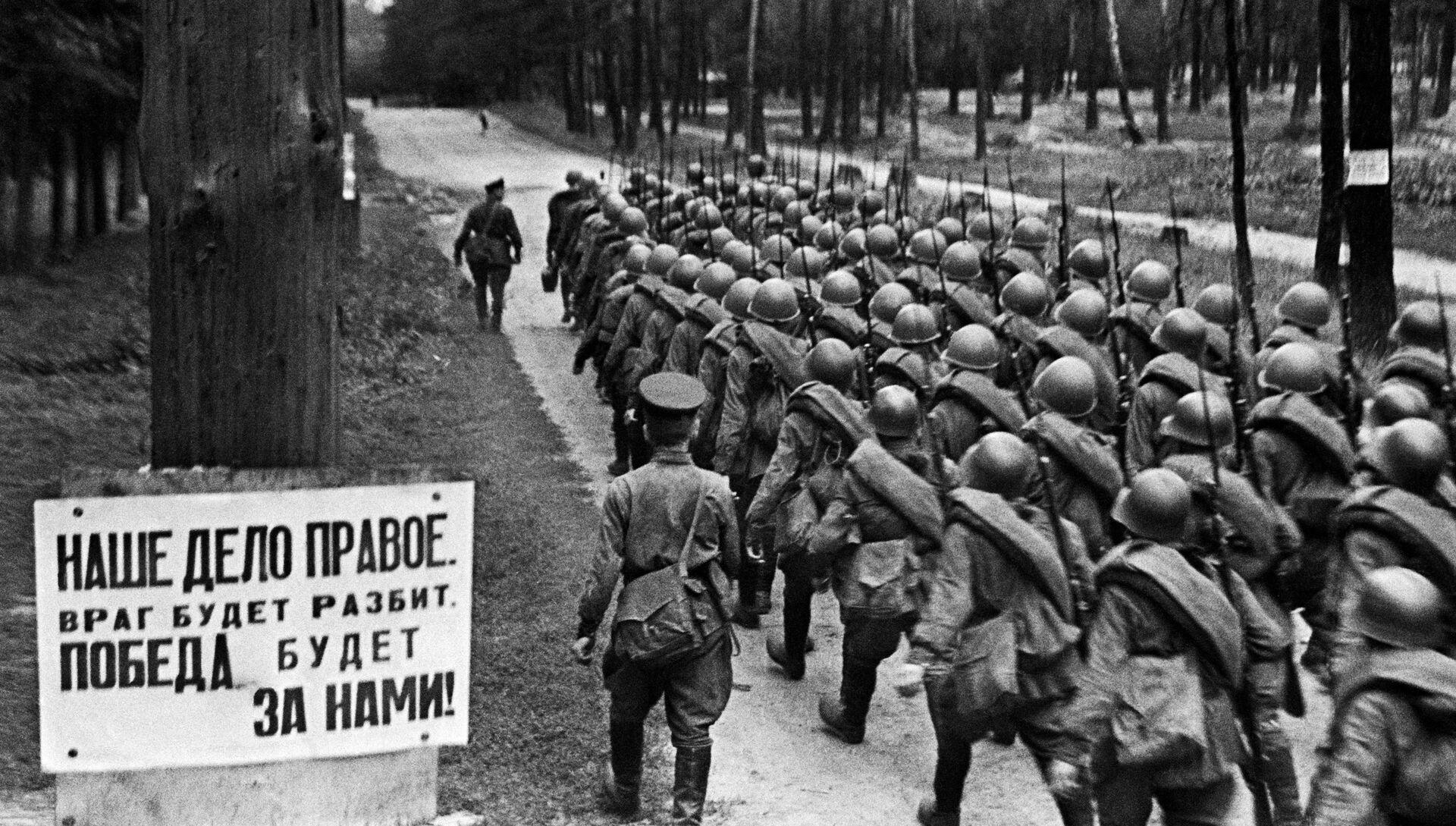 Колонны бойцов движутся на фронт из Москвы, 23 июня 1941 года - РИА Новости, 1920, 17.06.2021