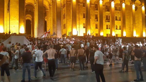 Акция протеста у здания парламента Грузии