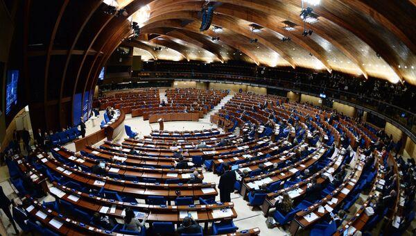 Делегаты в зале на пленарном заседании сессии Парламентской ассамблеи Совета Европы (ПАСЕ).