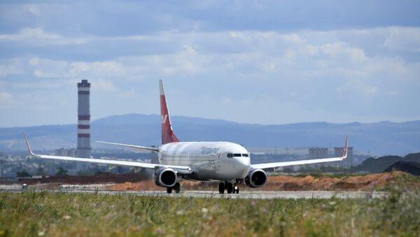 Самолет в аэропорту Симферополь. Архивное фото
