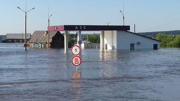 Затопленная улица в городе Тулуне в Иркутской области, пострадавшем от паводка