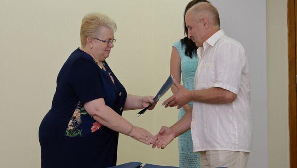 Более 60 семей военнослужащих в Симферополе получили матпомощь на покупку жилья