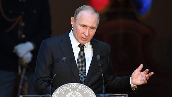 Президент РФ Владимир Путин на пресс-конференции по итогам российско-итальянских переговоров во дворце Киджи в Риме. 4 июля 2019