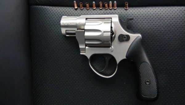 Револьвер, патроны и использованные гильзы к нему, обнаруженные в автомобиле украински в пункте пропуска Джанкой