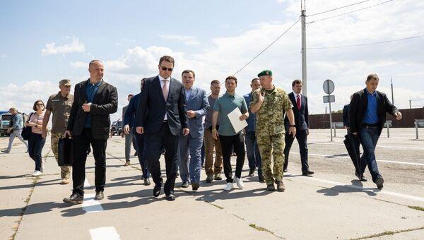 Президент Украины Владимир Зеленский посетил пункт пропуска на границе с Крымом