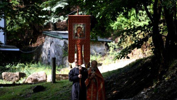 Крестный ход монахов Косьмо-Дамиановского монастыря