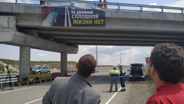 Водителей предупредили баннерами о соблюдении ПДД на Тавриде