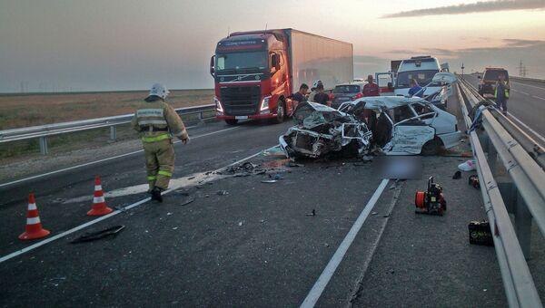 Авария под Феодосией, грузовик столкнулся с легковушкой