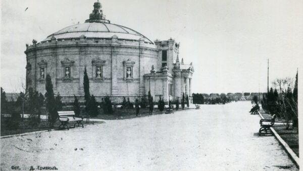 Исторический бульвар и здание Панорама Севастопольской обороны