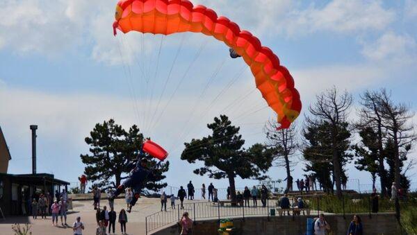 Парашютные прыжки спасателей на вершину горы Ай-Петри