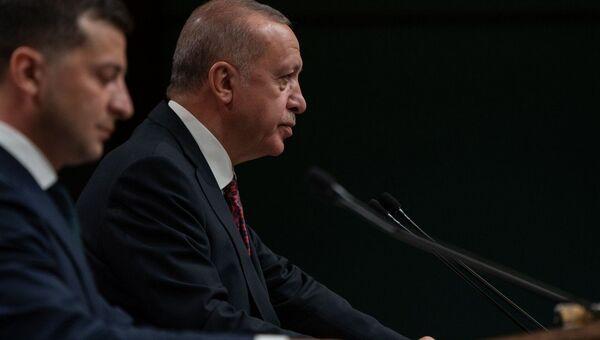 Президенты Турции Реджеп Тайип Эрдоган и Украины Владимир Зеленский на совместной пресс-конференции