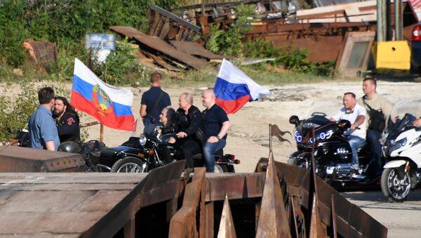Владимир Путин и Сергей Аксенов на байк-шоу