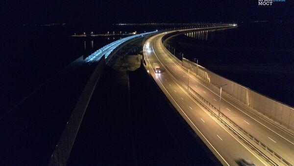 На Крымском мосту протестировали систему освещения железной дороги