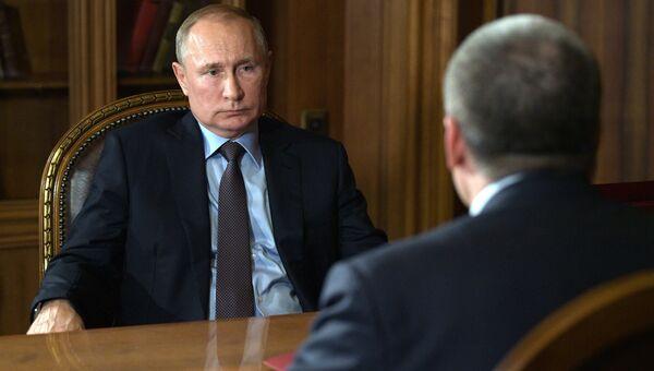 Рабочая встреча президента РФ Владимира Путина с главой Республики Крым Сергеем Аксеновым