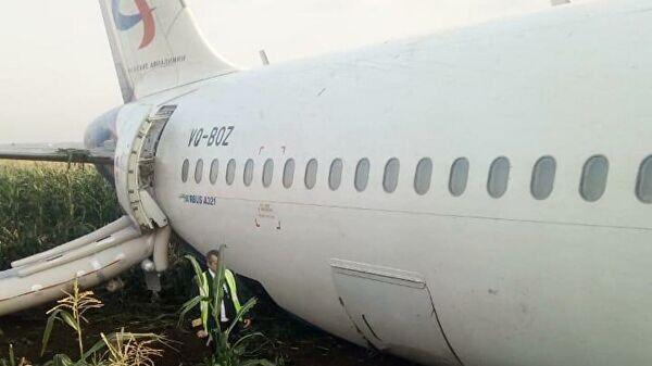 Самолет А321 после вынужденной посадки