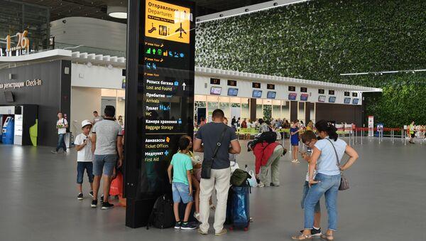 Пассажиры в аэропорту Симферополь
