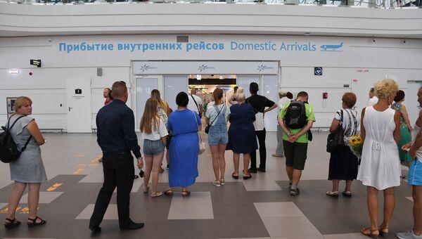 Прибытие первых пассажиров с рейса, разбившегося в Жуковском