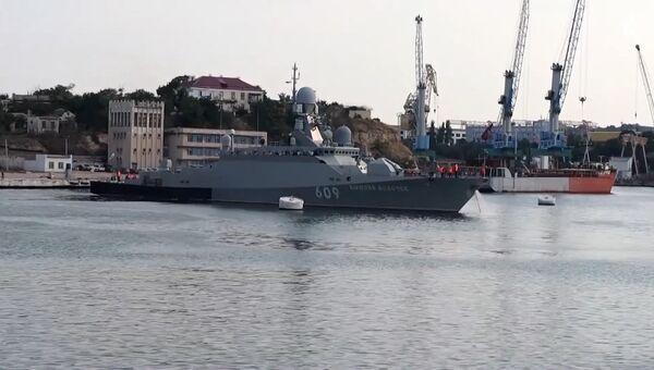 Корветы ЧФ почтили в море погибших на войне моряков-катерников