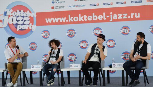 Музыканты группы Billy's Band Андрей Резников, Билли Новик и Михаил Жидких на пресс-конференции в рамках фестиваля Koktebel Jazz Party в Крыму.