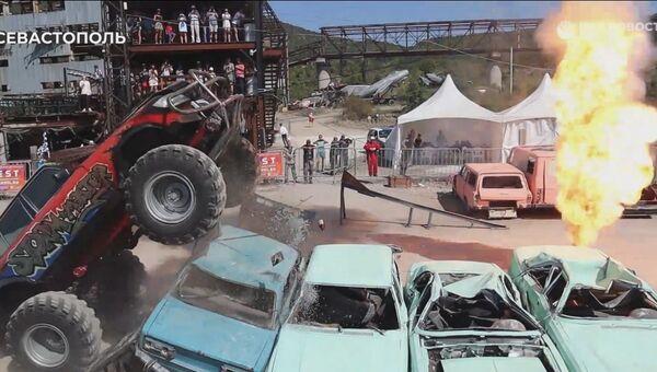 Как бигфуты под Севастополем автомобили крушили