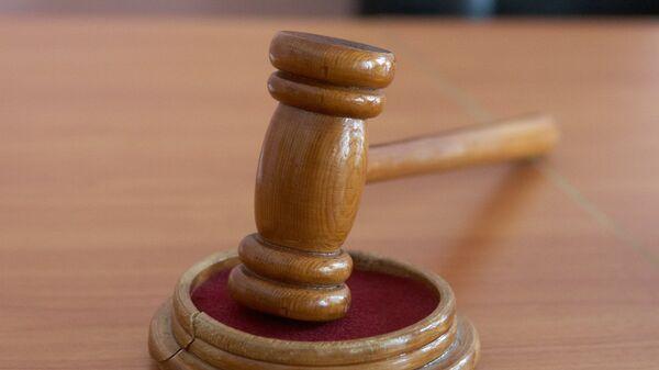 Молоток в зале судебных заседаний.