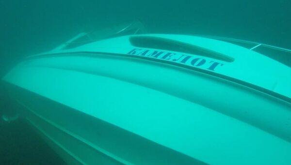 Затонувший возле Судака прогулочный катер Камелот