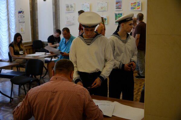Военнослужащие ЧФ голосуют на выборах-2019 в Севастополе