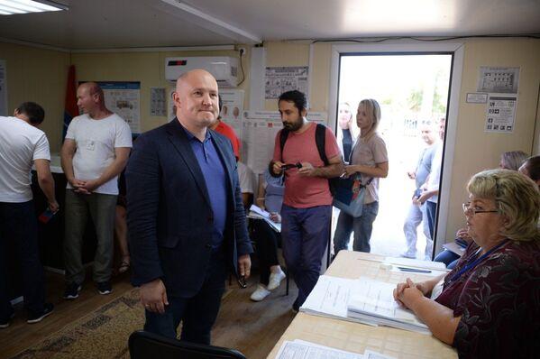 Михаил Развожаев на избирательном участке в Единый день голосования