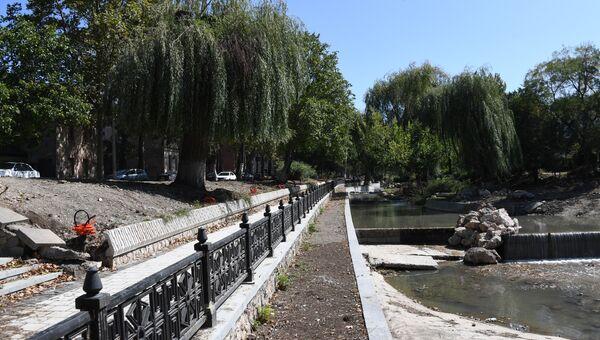 В Симферополе продолжается капитальный ремонт набережной Салгира