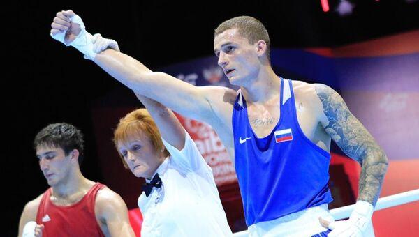 Глеб Бакши (справа) на чемпионате мира по боксу
