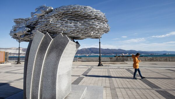 Памятник хамсе на набережной Новороссийска. Архивное фото