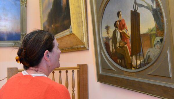 Родственница И.К. Айвазовского в галерее в Феодосии