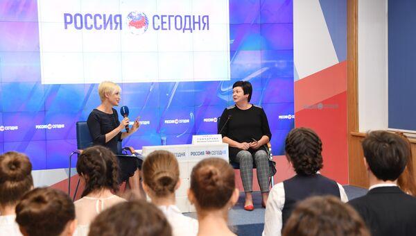 Пресс-конференция На вопросы отвечает главная учительница Республики Крым