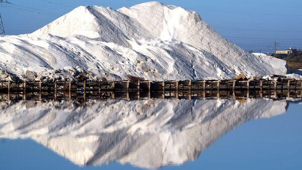 Отвал соли на озере Сасык-Сиваш под Евпаторией