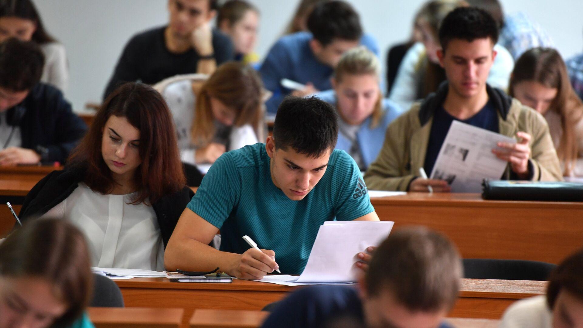 Студенты на лекции - РИА Новости, 1920, 12.11.2020