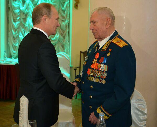 В.Путин поздравил Д.Язова с 90-летием