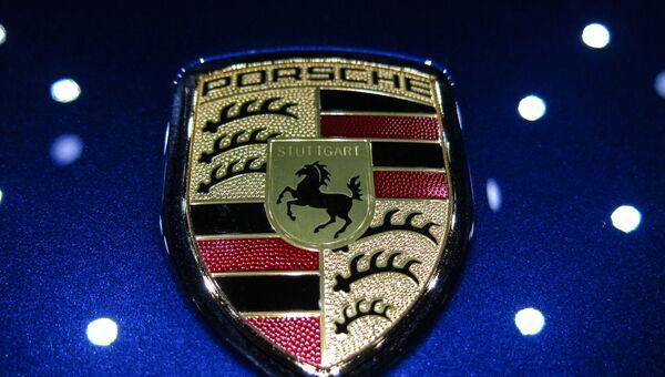 Логотип Porsche. Архивное фото