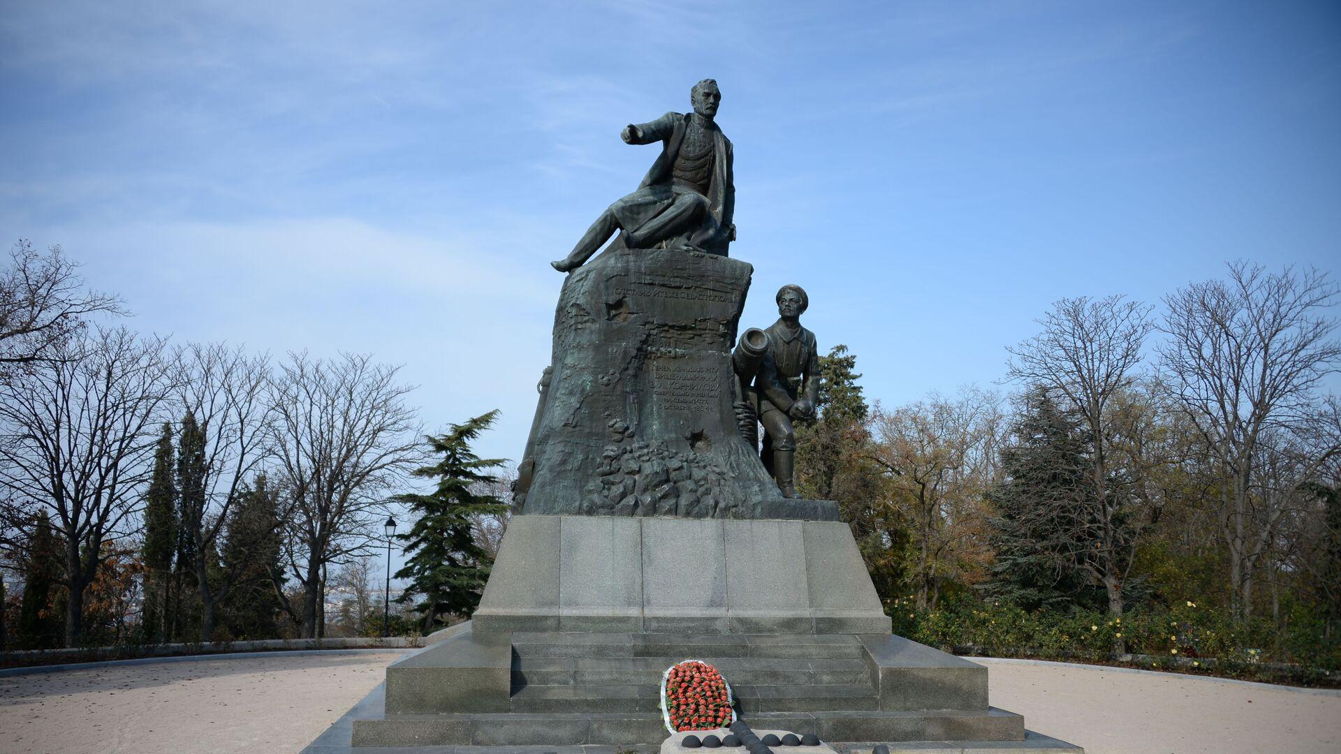 Памятник адмиралу Владимиру Алексеевичу Корнилову на Малаховом кургане в Севастополе - РИА Новости, 1920, 13.02.2021
