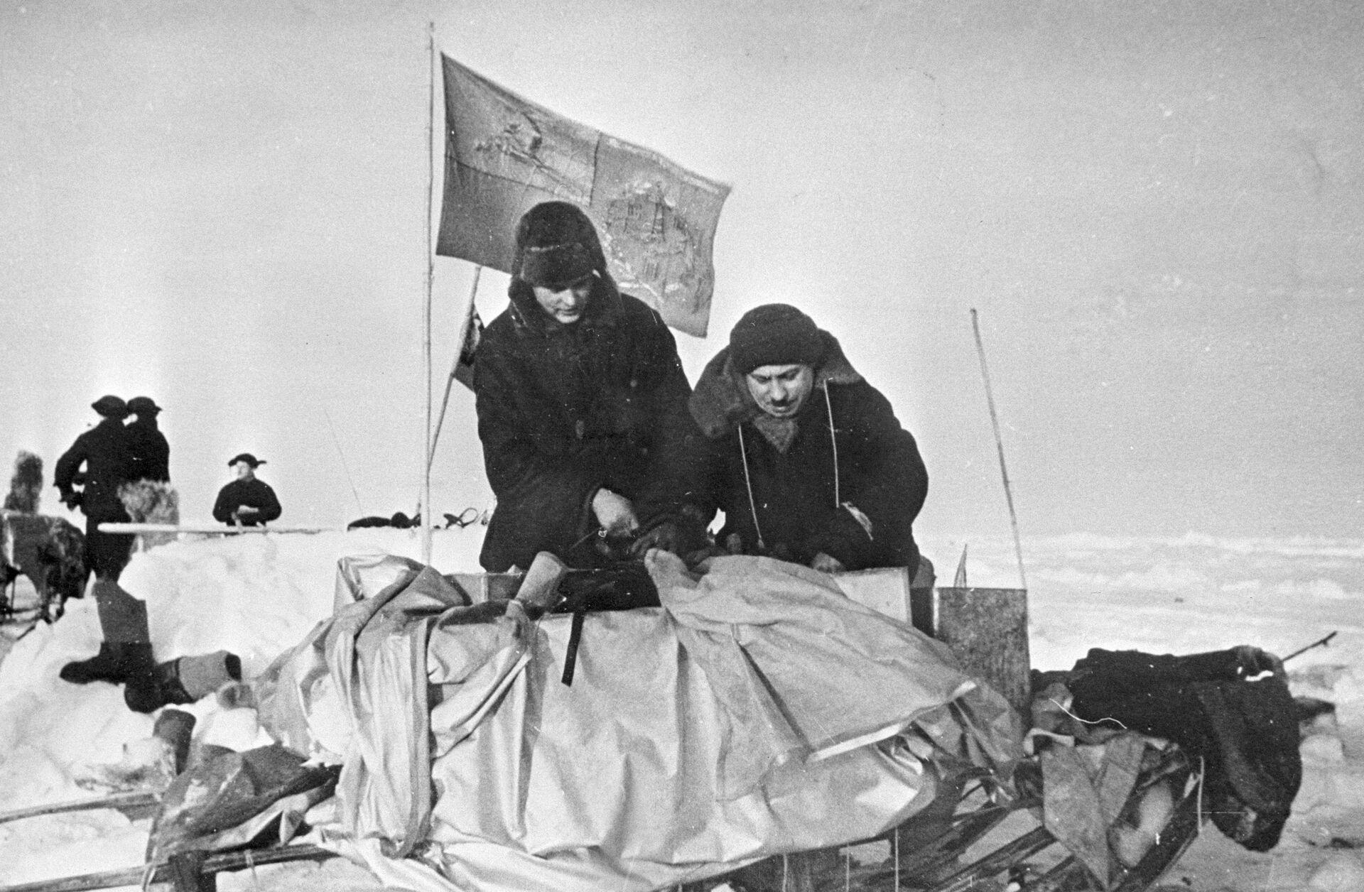 Иван Папанин - человек, воплотивший мальчишеские мечты о море  - РИА Новости, 1920, 30.01.2021