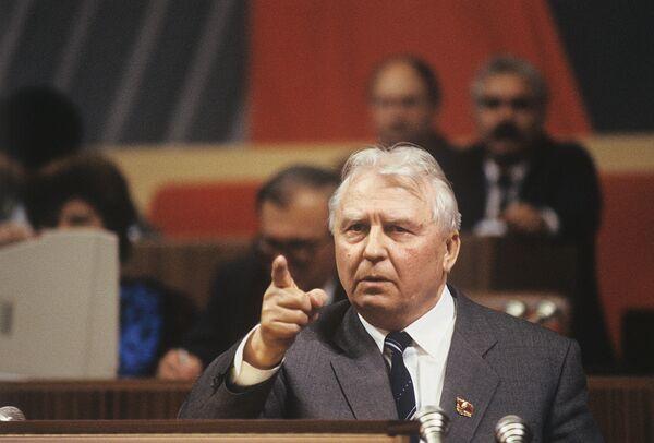 Егор Лигачев на трибуне XXVIII съезда Коммунистической партии Советского Союза