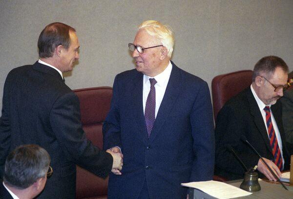 Первое пленарное заседание Государственной Думы РФ третьего созыва.