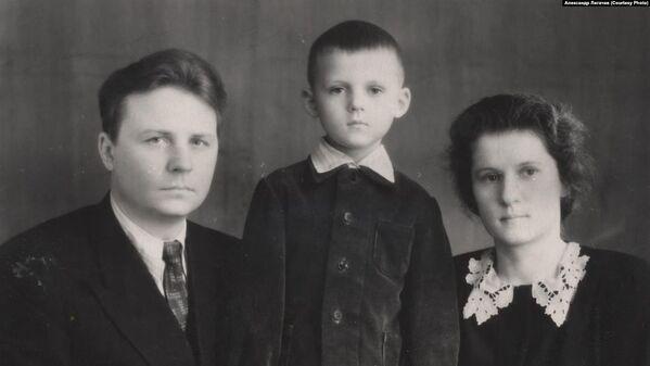 Егор Лигачев с семьей. Архивное фото