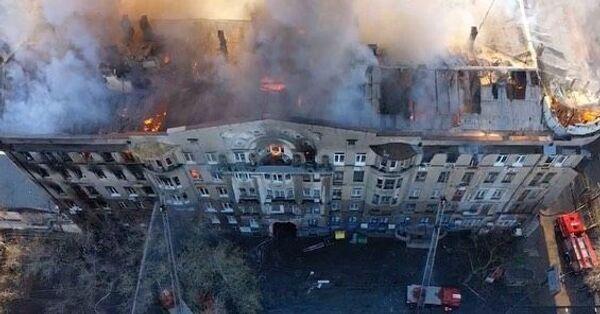 В Одессе горит здание колледжа, есть пострадавшие